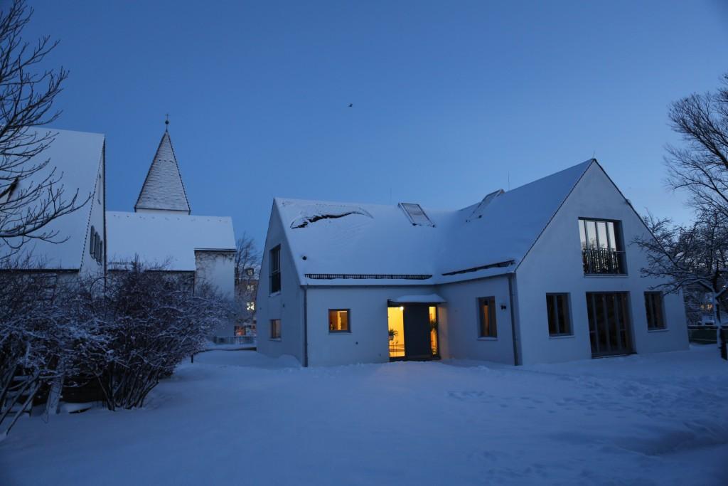 Gemeindehaus im Winter