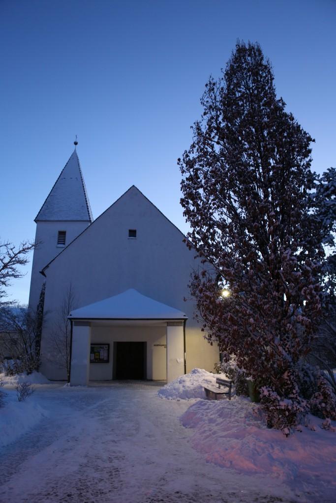 Kircheneingang im Winter